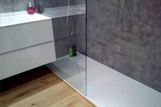 Reforma de bany a Sitges amb moble de bany Dica i terra de tarima