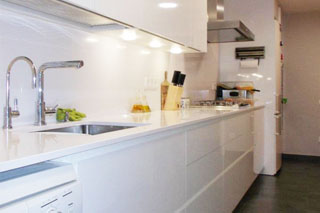 Reforma de cuina a Calafell amb Dica serie 45 blanc brillant
