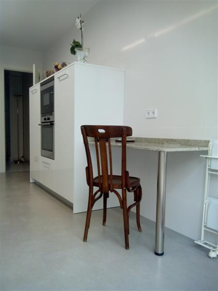 Reforma de cocina dica blanco brillo en vilanova i la for Muebles vilanova i la geltru