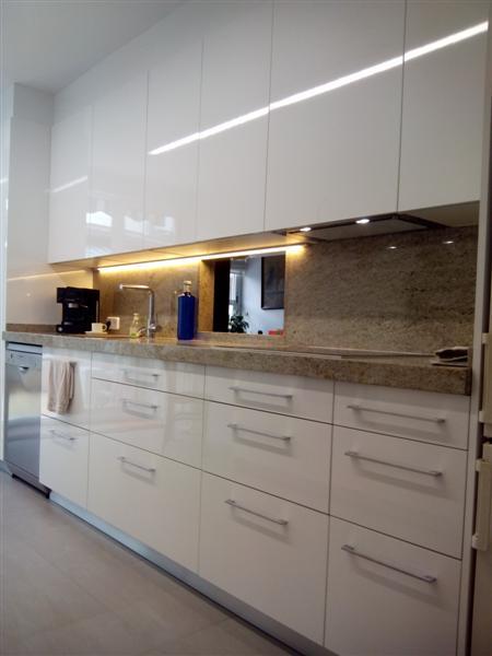 Muebles de cocina dica blanco brillo en vilanova i la geltr for Muebles de cocina dica