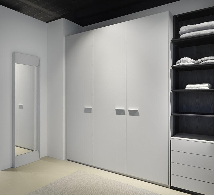 Armarios puertas batientes cuero gris novelty cocinas - Armarios puertas batientes ...