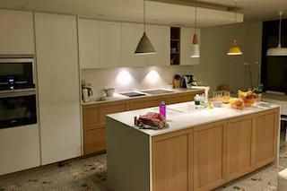 Reforma de cuina a Calafell amb mobles Dica Soho amb illa central